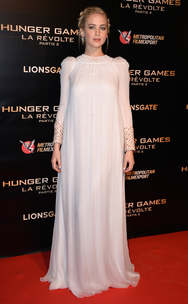 rs_634x1024-151109112351-634-jennifer-lawrence-hunger-games-paris.ls.11915
